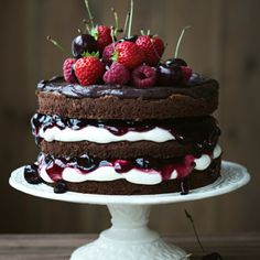 10 back trends that every hobby baker should know - Torten, Kuchen, Muffins, Süßspeisen und Co. Bolos Naked Cake, Chocolate Strawberry Cake, Chocolate Naked Cake, Chocolate Ganache, Chocolate Cake Decorated, Chocolate Wedding Cakes, Chocolate Sponge, Chocolate Buttercream, Delicious Chocolate