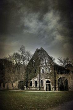 Abandoned - I'd love to take a peek inside these abandoned homes