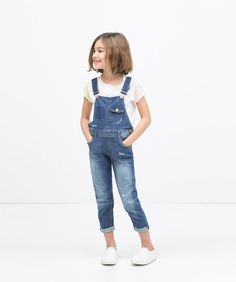 We have seen how jumpsuits and dungarees have become a children's trend for this summer 2015. Fashion magazines and trendy blogs have been showing this 90's typical garments for a long time. We really love them for kids because of their comfort and their easy combination so we could avoid publishing a post about this …