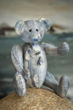 Hi! I am Chenille, the first of the new Muppie's Bears Autumn 2020 collection. I was named after the beautiful blue and silver white mixed chenille fabric that I am made of and that gives me my soft velvet appearance! The cute necklace made of freshwater pearls is included! I'm looking forward to join a loving adoption family soon! Height standing: 32 cm (12.6 inches) Height sitting: 24 cm (9.45 inches) Giraffe, Elephant, Chenille Fabric, Cute Necklace, Orangutan, Panda Bear, Guinea Pigs, Little Gifts, Sloth