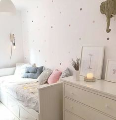 2 DIY nórdicos para hacer con pintura en spray pintar sillas o maceteros efecto cemento? Room Decor Bedroom, Kids Bedroom, Daybed Room, Ikea Daybed, Diy Zimmer, Girl Bedroom Designs, Aesthetic Bedroom, Dream Rooms, My New Room