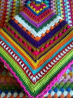 Tutorial manta mix mustard granny square blanket crochet pattern by eight by six Plaid Au Crochet, Beau Crochet, Mode Crochet, Knit Crochet, Crochet Throws, Crocheted Blankets, Yarn Projects, Knitting Projects, Crochet Projects