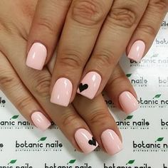 Pink nails with a black heart on the ring finger Dope Nails, My Nails, Acrylic Nail Designs, Acrylic Nails, Botanic Nails, Light Pink Nails, Nails For Kids, Nails Only, Heart Nails