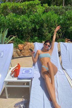 Wanderlust Kylie Polka Dot Sage Bikini worn by Kendall Jenner at Cap-Eden-Roc Hotel at Antibes in France May 2019 Kendall And Kylie, Kendall Jenner Style, Kendall Jenner En Bikini, Kendall Jenner Fashion, Kendall Jenner Workout, Kendall Jenner Modeling, Kendall Jenner Instagram, Kendall Jenner Skinny, Kendall Vogue
