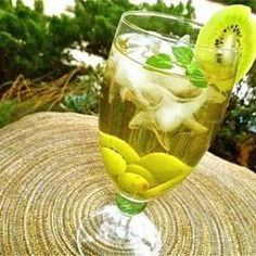 Sangria? Yes, Please!1 (750 milliliter) bottle Chardonnay wine  1 liter club soda  3 tablespoons orange-flavored liqueur (such as Cointreau®)  2 tablespoons white sugar  1 cup seedless green grapes  2 kiwis, peeled and sliced  1 large pear, thinly sliced  ice cubes  8 sprigs mint