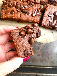 Chocolate Chickpea Brownies are a healthy alternative to regular brownies and are fudgy, chocolatey, and easy to make. They are made gluten free, dairy free and vegan. Chickpea Brownies, Healthy Brownies, Vegan Brownie, Brownie Recipes, Super Healthy Recipes, Healthy Foods To Eat, Healthy Baking, Healthy Snacks, Vegan Recipes