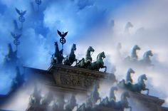'QUADRIGA' von photofiction bei artflakes.com als Poster oder Kunstdruck $20.79