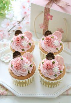 ふんわり桜のシフォンカップケーキ♪ by nyonta | cotta Picnic Desserts, Cute Desserts, Sweets Recipes, Tea Cakes, Cupcake Cakes, Cupcakes Flores, Japanese Pastries, Mothers Day Cupcakes, Beautiful Cupcakes