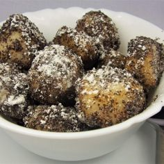 Bezlepkové pampúchy s makom - Novalim Paleo Recipes, Muffin, Gluten Free, Breakfast, Food, Basket, Glutenfree, Morning Coffee, Essen