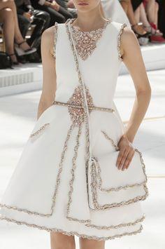 """glitter-in-wonderland: """"naimabarcelona: """"Chanel couture Fall 2014 """" xx """" Chanel Couture, Chanel Fashion, Couture Fashion, Runway Fashion, Womens Fashion, Fashion Glamour, Fashion Details, Love Fashion, High Fashion"""