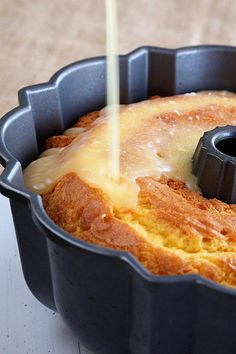 This recipe for my super easy Orange Juice Cake starts with a simple cake mix but turns into something amazing when you soak it in a delicious orange juice glaze! Use GF cake mix Cake Mix Recipes, Pound Cake Recipes, Dessert Recipes, Sugar Free Pound Cake Recipe, Apple Bundt Cake Recipes, Apple Dump Cakes, Lemon Bundt Cake, Picnic Recipes, Orange Recipes