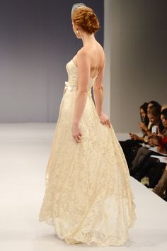 Anne Barge – Bridal Fall 2013    TAGS:Floor-length, Strapless, Train, Cream, Champagne, Anne Barge, Lace, Classic