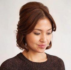 cool Красивые прически на выпускной 9 класс (50 фото) — Идеи на средние и длинные волосы Check more at https://dnevniq.com/pricheski-na-vypusknoj-9-klass-foto/