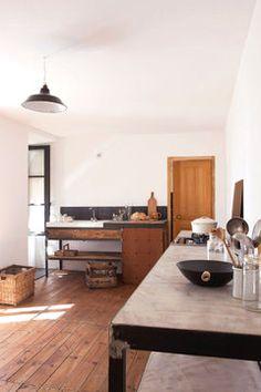 gorgeous minimalist kitchen