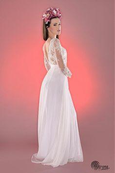 d8440bd59b14 Svadobné šaty z korálkovej krajky holý chrbát   Dyona