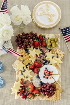 Best Cheese Platter, Cheese Platters, Charcuterie And Cheese Board, Charcuterie Ideas, Fourth Of July Food, July 4th, Catering Food Displays, Sangria Recipes, Detox Recipes