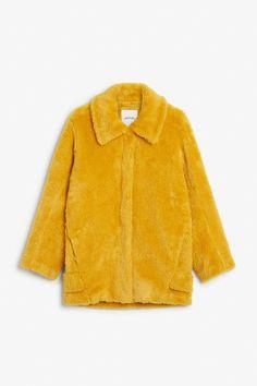 https://www.monki.com/en_eur/clothing/coats-and-jackets/product.faux-fur-jacket-rubber-duckie-yellow.0538140002.html
