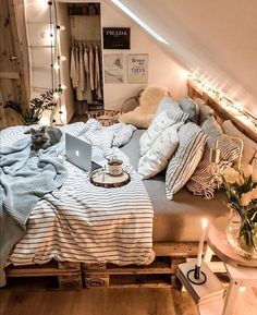 Girl, You need a cozy bedroom. Twinkle star lights, soft pillows, and comfortable bedding, all make your bedroom super cozy. Cute Bedroom Decor, Room Design Bedroom, Teen Room Decor, Small Room Bedroom, Room Ideas Bedroom, Bedroom Inspo, Cozy Teen Bedroom, Bedroom Inspiration Cozy, Zen Room