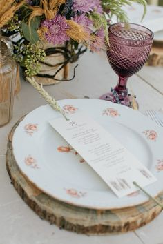 log slices as chargers for vintage plates. perfect for an oregon barn wedding.