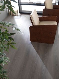 Porcelanosa's hardwood flooring and laminate flooring ranges are available in a wide range of colors, sizes and textures. Functionality, quality and design Laminate Flooring, Hardwood Floors, Basement Remodeling, Remodeling Ideas, Dublin, Supreme, Kitchen Remodel, Armchair, Texas