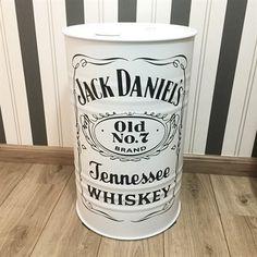 Tambor Jack Daniels Branco Oil Barrel, Metal Barrel, Liquor Bottle Crafts, Liquor Bottles, Coffee Bar Design, Design Café, Chill Room, Barrel Furniture, Oil Drum