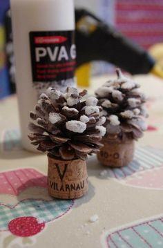 2013 Christmas Pinecone Crafts, Pinecone tree Crafts idea for Christmas, Christmas Pine cone ornaments DIY