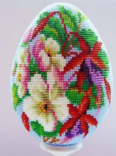 Easter is coming and i collected some photos of beautiful beaded Easter eggs. I hope beaded Easter egg flowers Wire Ornaments, Beaded Christmas Ornaments, Bead Crochet Patterns, Bead Embroidery Patterns, Easter Egg Crafts, Easter Eggs, Crochet Toilet Roll Cover, Fabric Origami, Beaded Boxes