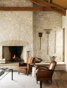 Fresh twist on the classic ranch style home in Texas Hill Country - People Photos - Ideas of People Photos - interiors interior design home decor decorating ideas living room inspiration ranch rustic Limestone Fireplace, Home Fireplace, Fireplace Surrounds, Fireplace Design, Hill Country Homes, Country Style Homes, Country Farmhouse, Modern Interior Design, Home Design
