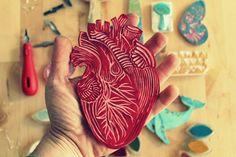 Handmade carved heart stamp by Pablo Salvaje. For the passionate people who want to trace your heart wherever they go. Stamp Printing, Screen Printing, Linolium, Stencil, Stamp Carving, Handmade Stamps, Anatomy Art, Tampons, Linocut Prints