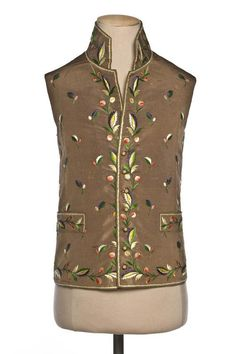 Vest, 1780-1800, France, embroidered silk, cotton. ©Photo Les Arts Décoratifs…