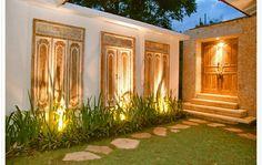 Balinese feature doors in a garden. Nice way to warm up stucco fence Bali Garden, Balinese Garden, Balinese Decor, Tropical Garden, Outdoor Rooms, Outdoor Living, Outdoor Decor, Exterior Design, Interior And Exterior