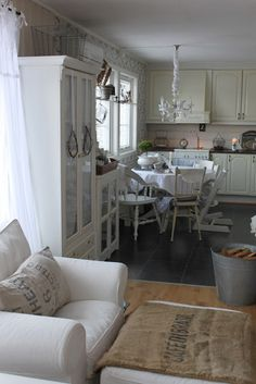 #shabby #white #kitchen