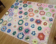 Vintage Quilt - Hexagon Grandmothers Flower Garden Pattern - Hand Pieced - Hand…