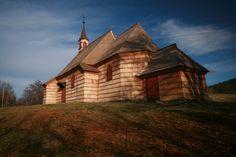 Malá Prašivá dřevěný kostel sv. Antonína z roku 1640 Cabin, House Styles, Photography, Home Decor, Photograph, Decoration Home, Room Decor, Cabins, Fotografie