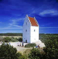 Den tilsandede kirke i Råbjerg Mile, Skagen. Kirken, som egentlig hed Sct. Laurentii kirke, blev bygget i 1300-tallet. I 1700-tallet blev den offer for 'sandflugten', som gjorde, at menigheden måtte grave sig ind til kirken. I 1795 blev den nedlagt på kongelig ordre. Kirken har siden været en velbesøgt turistattraktion.