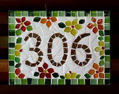 Número apartamento em mosaico floral