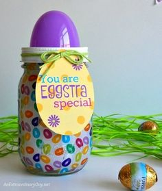 Make an Eggstra Special Easter Mason Jar They will Love Easter Projects, Easter Crafts For Kids, Easter Ideas, Mason Jar Art, Mason Jar Crafts, Easter Candy, Hoppy Easter, Diy Gifts To Sell, Mason Jar Projects