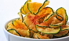 Paleo Zucchini Chips Recipe ~ Cut a zucchini into thin slices and toss in 1 Tbsp olive oil, sea salt, and pepper. Sprinkle with paprika and bake at for 25 to 30 minutes. Healthy Snacks, Healthy Eating, Healthy Recipes, Healthy Chips, Hcg Snacks, Best Snacks, Lunch Recipes, Zucchini Chips Recipe, Zuchinni Chips