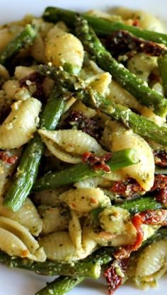Pesto Pasta with Sun Dried Tomatoes and Roasted Asparagus/Delicious. I used whol… Pesto Pasta with Sun Dried Tomatoes and Roasted Asparagus/Delicious. I used whole wheat shells, store bought pesto and shredded mozarella. Veggie Recipes, Dinner Recipes, Cooking Recipes, Healthy Recipes, Recipes With Pesto, Pesto Pasta Recipes, Vegan Asparagus Recipes, Healthy Food, Vegan Food
