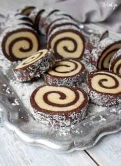15 najpopularnijih recepata u - Mystic Cakes Raw Food Recipes, Sweet Recipes, Baking Recipes, Dessert Recipes, Bosnian Recipes, Croatian Recipes, Baklava Recept, Cookie Desserts, Cookie Recipes