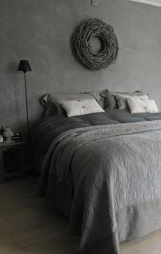 Gezellige #landelijke #slaapkamer in #grijs. Leuke #kussens en een # ...