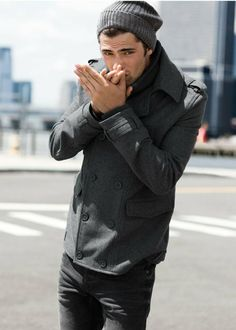 The pea coat is a classic menswear coat and a great outerwear choice for the winter season. Read on for tips on how to wear the pea coat. Style Outfits, Mode Outfits, Sharp Dressed Man, Well Dressed Men, Sean O'pry, Outfits Hombre, Look Man, La Mode Masculine, Hommes Sexy
