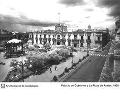 Palacio de gobierno y la plaza de armas en 1950 GUADALAJARA DE AYER: enero 2011