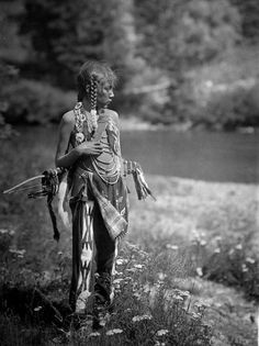 Norther Plains Youth, Blackfoot  Photo: Roland W. Reed (1864-1934) Native Americans Indians