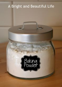 Baking Powder is super easy and inexpensive to make (it's just baking soda + cream of tartar), and you don't have to use corn starch! Plus, using homemade cuts out the toxic aluminum so baked foods taste better and our bodies will be healthier. Homemade Baking Powder, Homemade Dry Mixes, Homemade Spices, Homemade Seasonings, Baking Tips, Baking Recipes, Ma Baker, Cuisines Diy, Do It Yourself Food