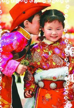 A foto mostra crianças celebrando o Ano-Novo no Tibete. E você, já está planejando como dará as boas-vindas a 2013?