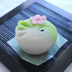 (上生) Japanese Wagashi, Japanese Sweets, Pastry Art, Nihon, Matcha, Deserts, Food And Drink, Cooking, Cake