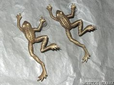VINTAGE JJ TEXTURED AGED BRASS TONE PEWTER LARGE LEAPING FROG EARRINGS