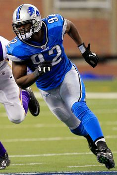 Cliff Avril from Detroit is OURS. GO SEATTLE