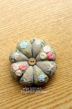 국민학교 시절, 처음 미술학원에 갔던 날이 생각납니다. 가로 줄 긋기, 세로 줄 긋기. 짧게 긋기, 길게 긋... Needle Cushion, Embroidery, Floral, Blog, Notebook, Stitches, Needlepoint, Flowers, Blogging